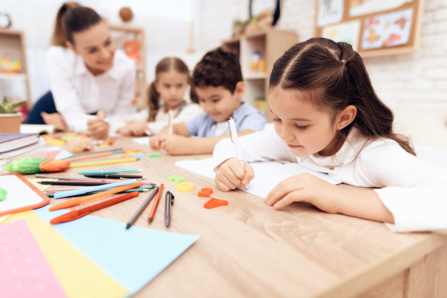 Children write in notebooks with a pen, is your child learning the right way?