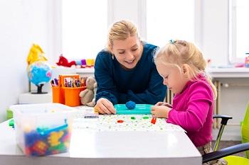 mother teaching kid: cognitive development in infants