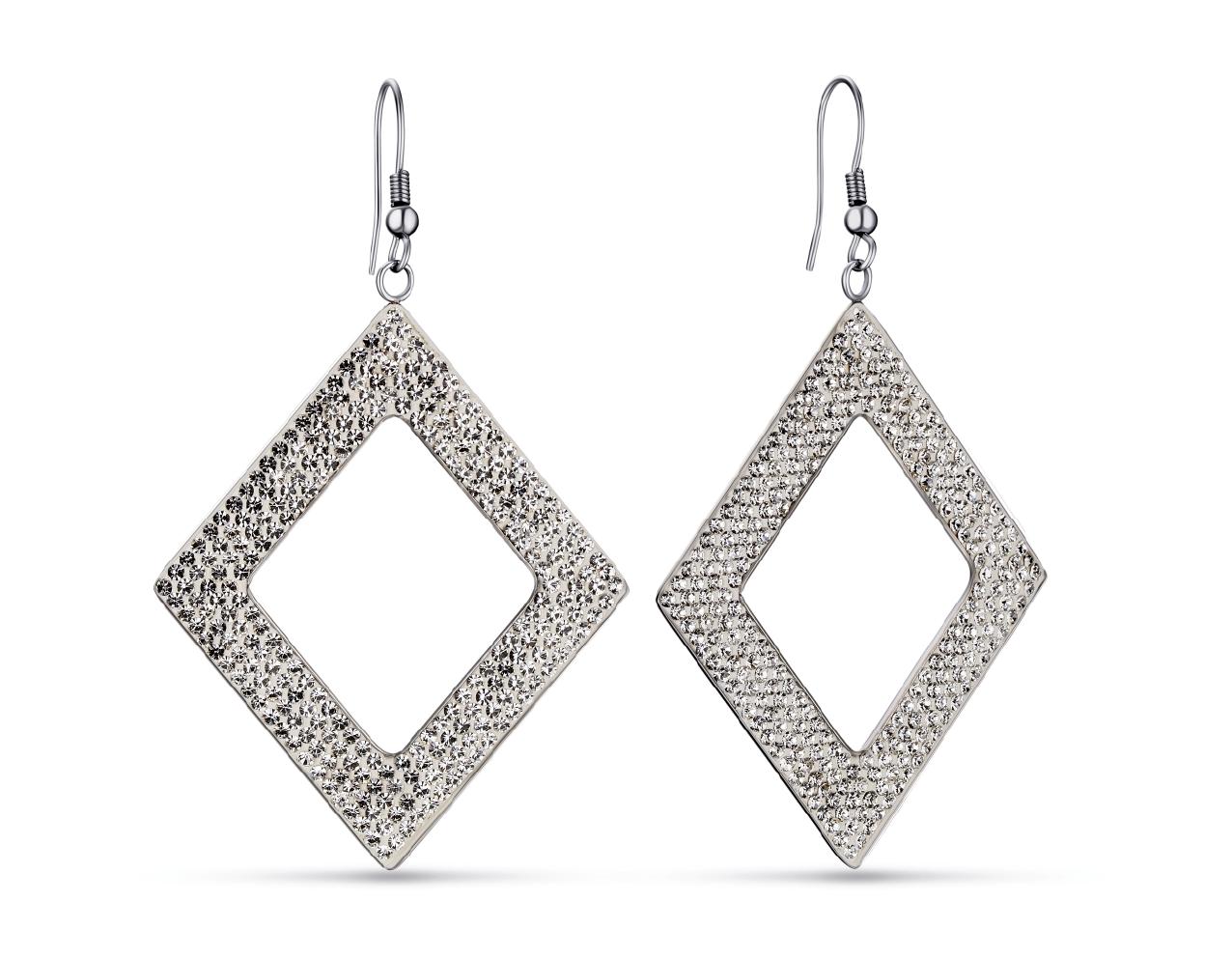 Rhombus-shaped jewelry is popular