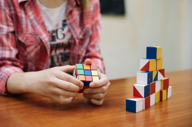 Kid thinking of logic behind rubik's cube