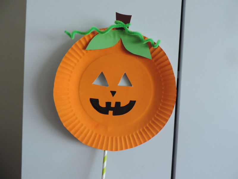 Halloween paper plate mask