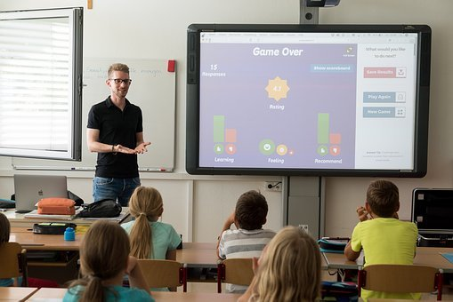 teacher using interactive video to promote student engagement in classroom