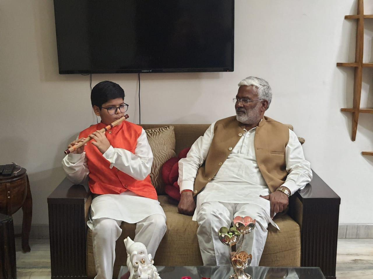 Cuemath student Vyom Ahuja with BJP's Uttar Pradesh state President Shri Swatantra Dev Singh